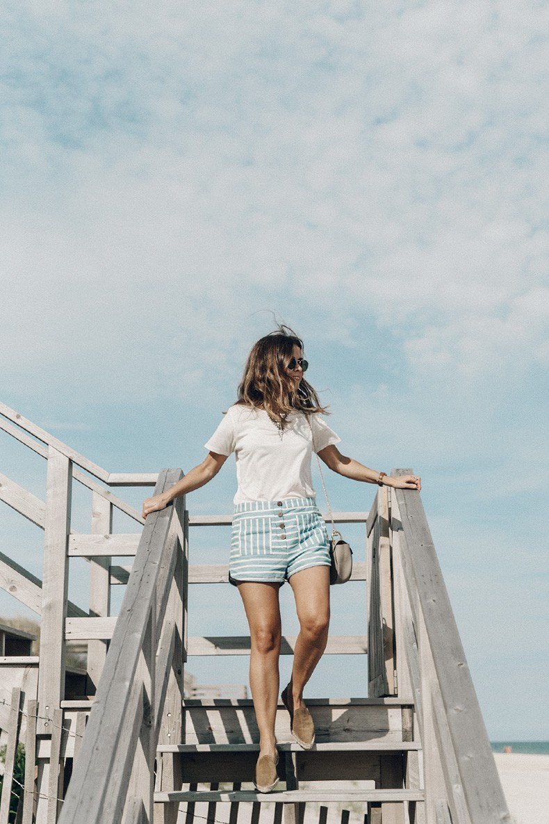 Flying_Point_Beach-The_Hamptons-Striped_Shorts-Saylor_NY-Espadrilles-Beach_Look-Chloe_Girls-Outfit-Revolve_In_The_Hamptons-68