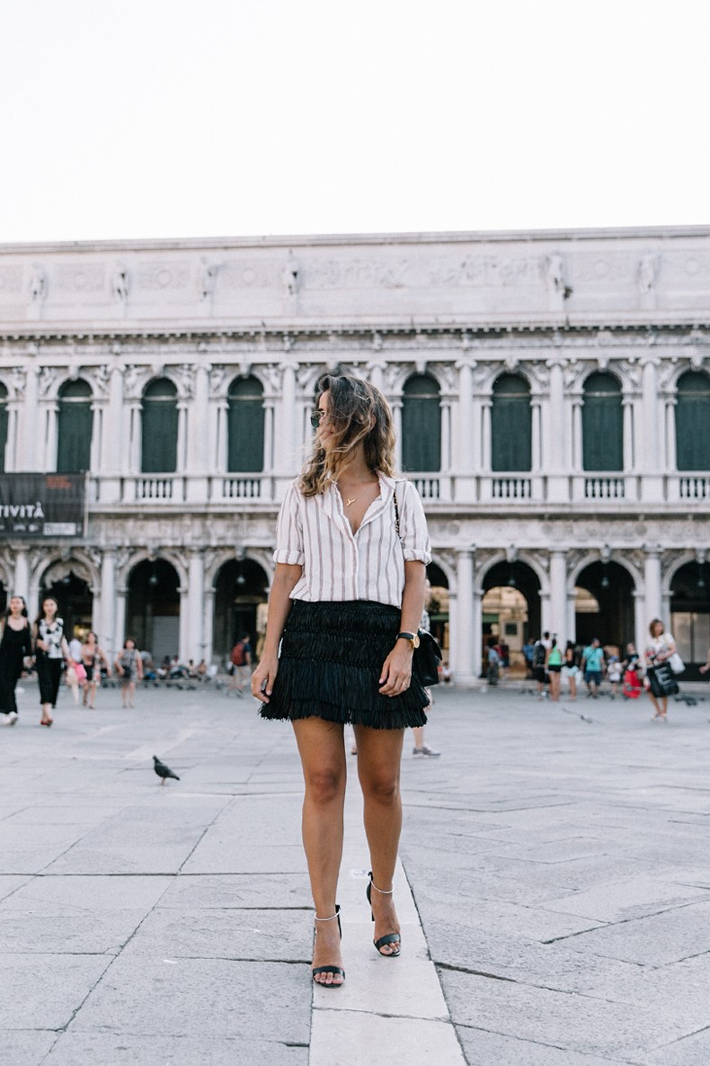 Piazza_San_Marco-Venezia-Collage_On_The_Road-Isabel_Marant_Skirt-Striped_Blouse-Chanel_Vintage_Bag-Outfit-Street_Style-17