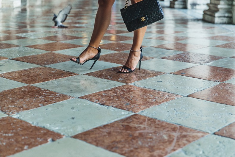 Piazza_San_Marco-Venezia-Collage_On_The_Road-Isabel_Marant_Skirt-Striped_Blouse-Chanel_Vintage_Bag-Outfit-Street_Style-37