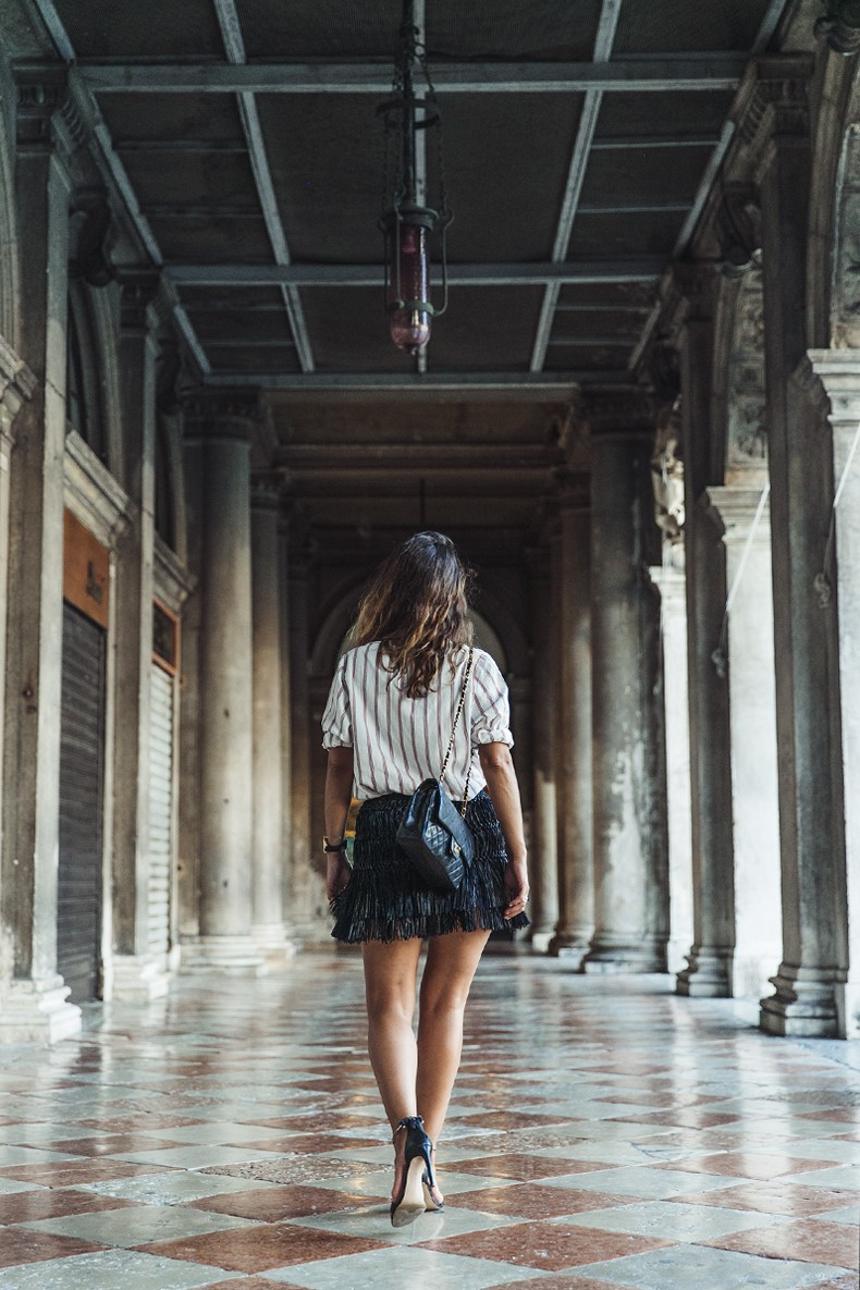 Piazza_San_Marco-Venezia-Collage_On_The_Road-Isabel_Marant_Skirt-Striped_Blouse-Chanel_Vintage_Bag-Outfit-Street_Style-49