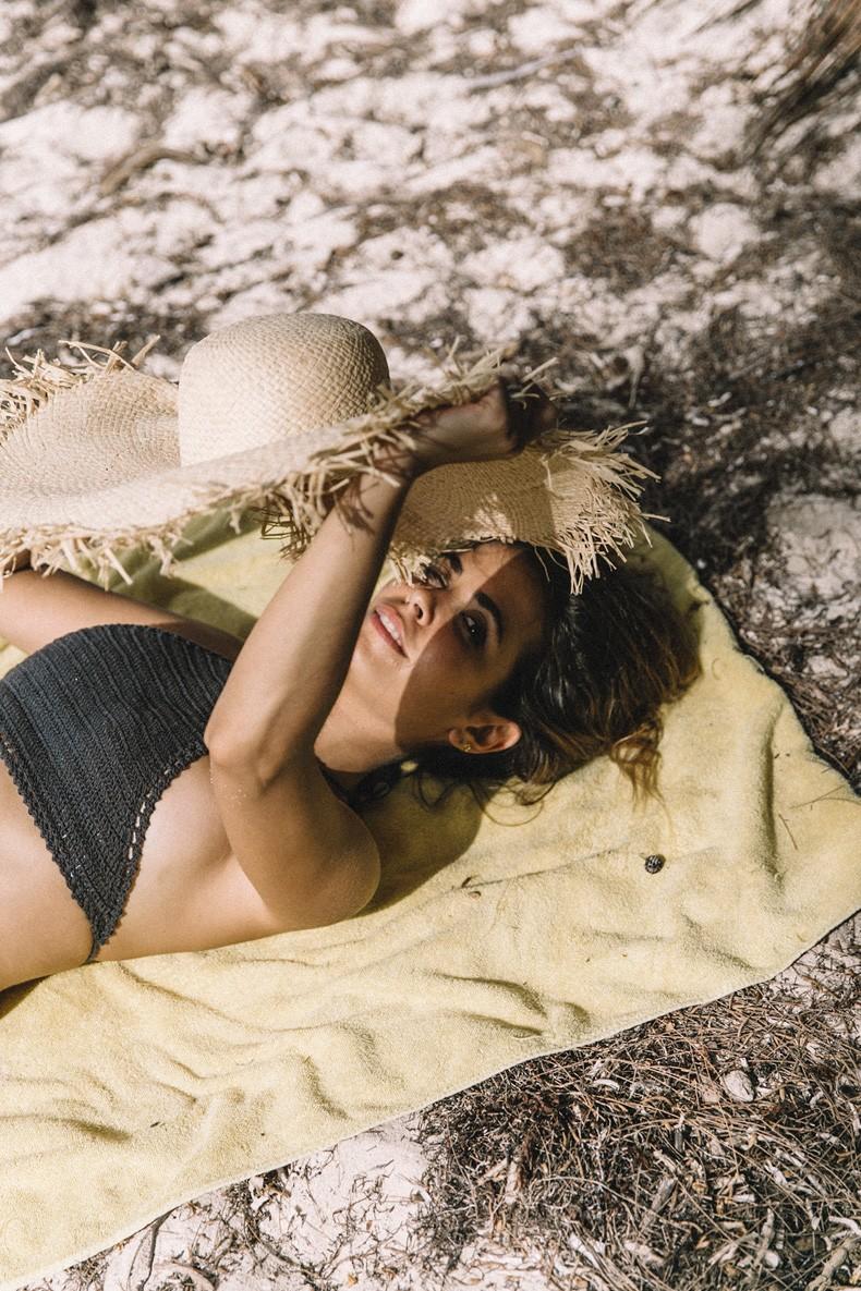 Punta_Cana-Paradise-She_Made_Me-Crochet_Bikini-Straw_Hat-Summer-Swimwear-Bikini-Collage_ON_The_Road-25