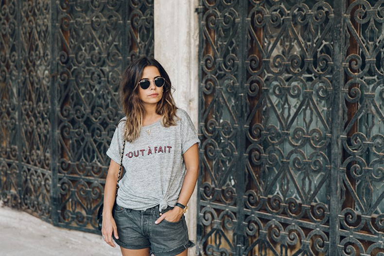 Venezia-Collage_On_The_Road-Levis_Shorts-Madewell_Top-Chanel_Vintage_Bag-Espadrilles-Outfit-37