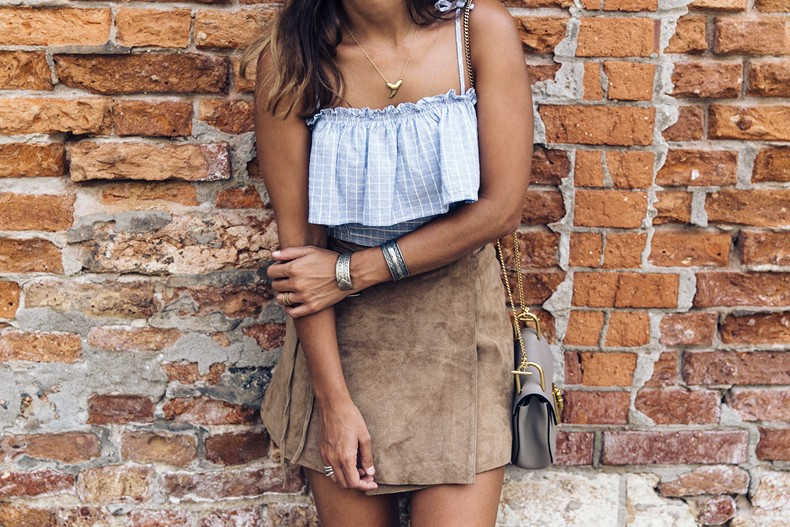 Venezia-Collage_On_The_Road-Suede_Mini_Skirt-Striped_top-Outfit-Street_Style-12