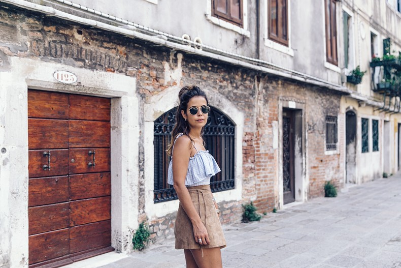 Venezia-Collage_On_The_Road-Suede_Mini_Skirt-Striped_top-Outfit-Street_Style-14