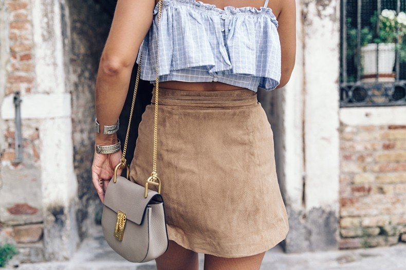 Venezia-Collage_On_The_Road-Suede_Mini_Skirt-Striped_top-Outfit-Street_Style-18