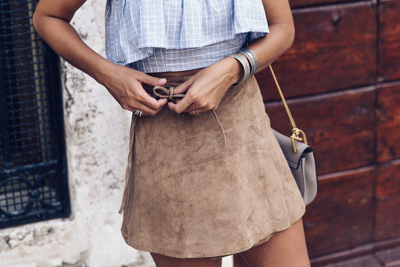 Venezia-Collage_On_The_Road-Suede_Mini_Skirt-Striped_top-Outfit-Street_Style-22
