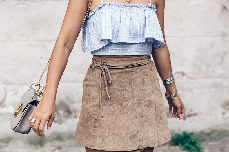 Venezia-Collage_On_The_Road-Suede_Mini_Skirt-Striped_top-Outfit-Street_Style-25