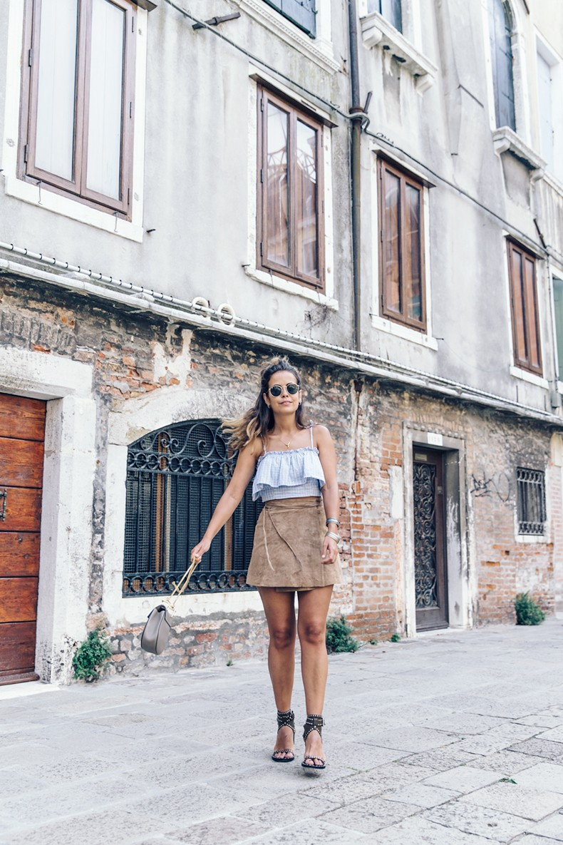 Venezia-Collage_On_The_Road-Suede_Mini_Skirt-Striped_top-Outfit-Street_Style-27