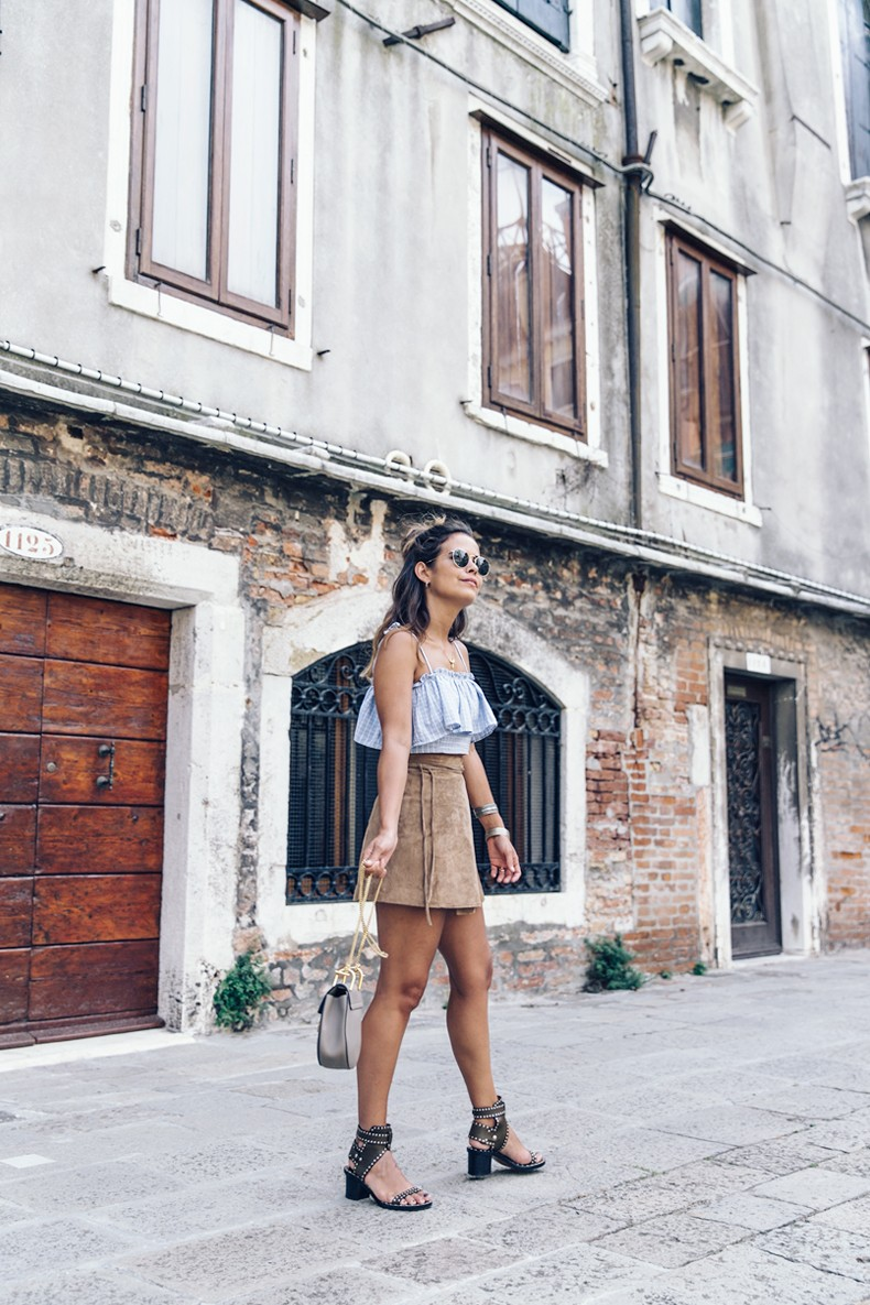 Venezia-Collage_On_The_Road-Suede_Mini_Skirt-Striped_top-Outfit-Street_Style-28