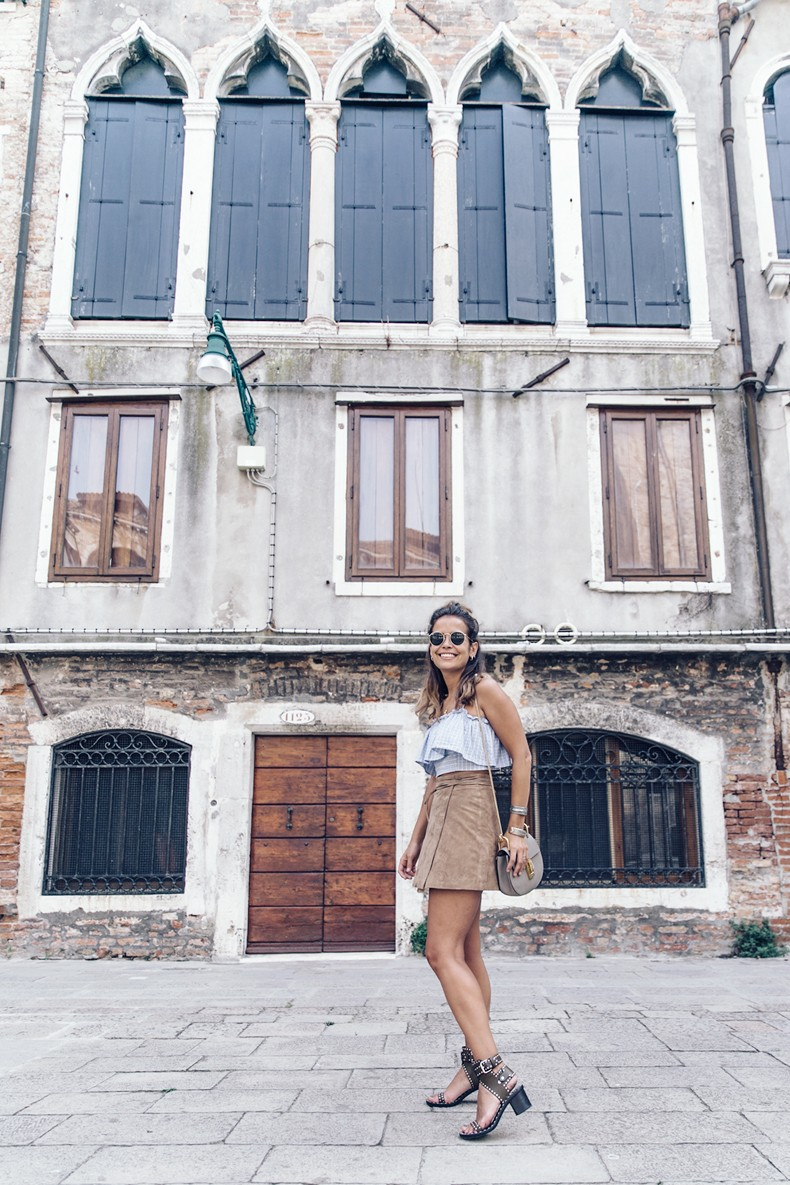 Venezia-Collage_On_The_Road-Suede_Mini_Skirt-Striped_top-Outfit-Street_Style-40