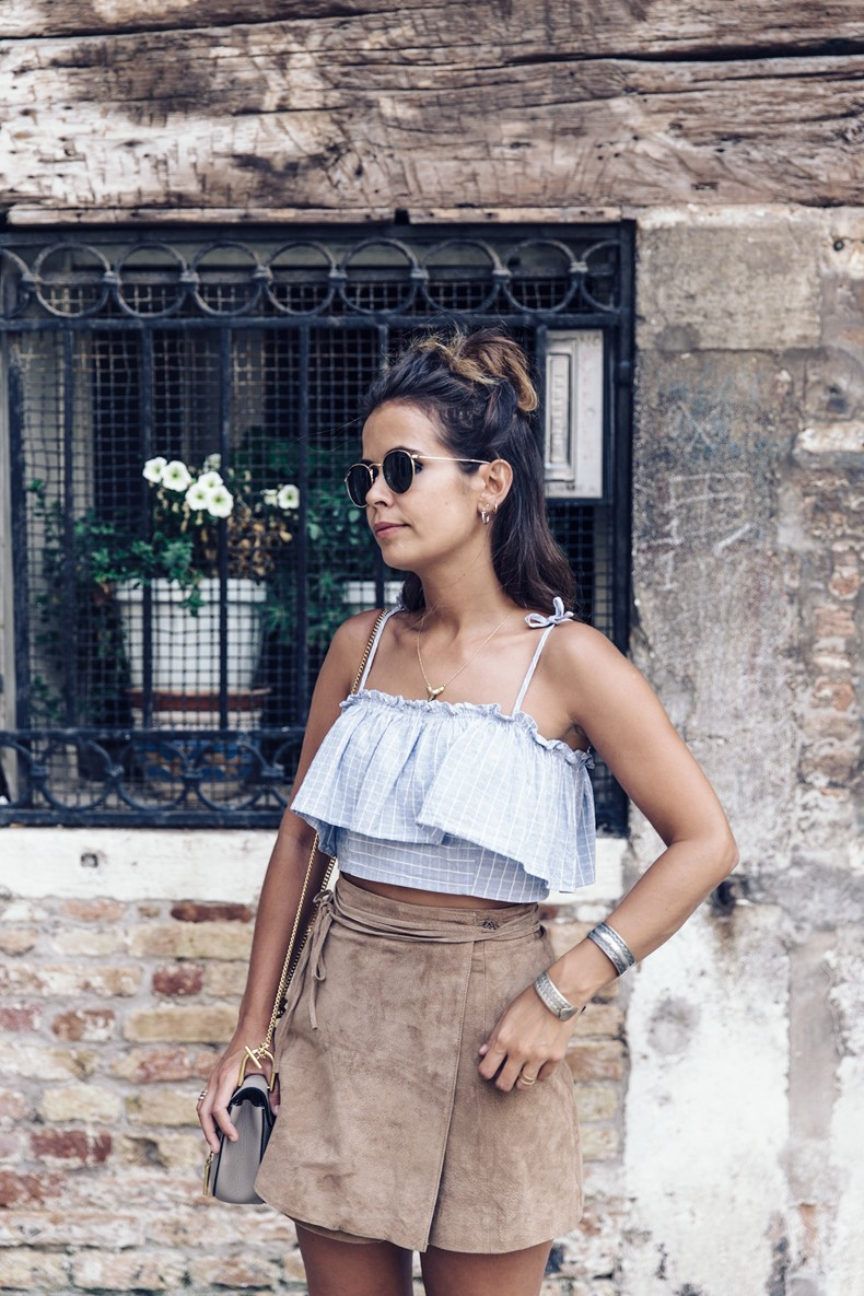 Venezia-Collage_On_The_Road-Suede_Mini_Skirt-Striped_top-Outfit-Street_Style-44