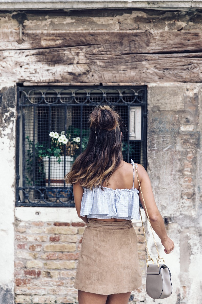Venezia-Collage_On_The_Road-Suede_Mini_Skirt-Striped_top-Outfit-Street_Style-45
