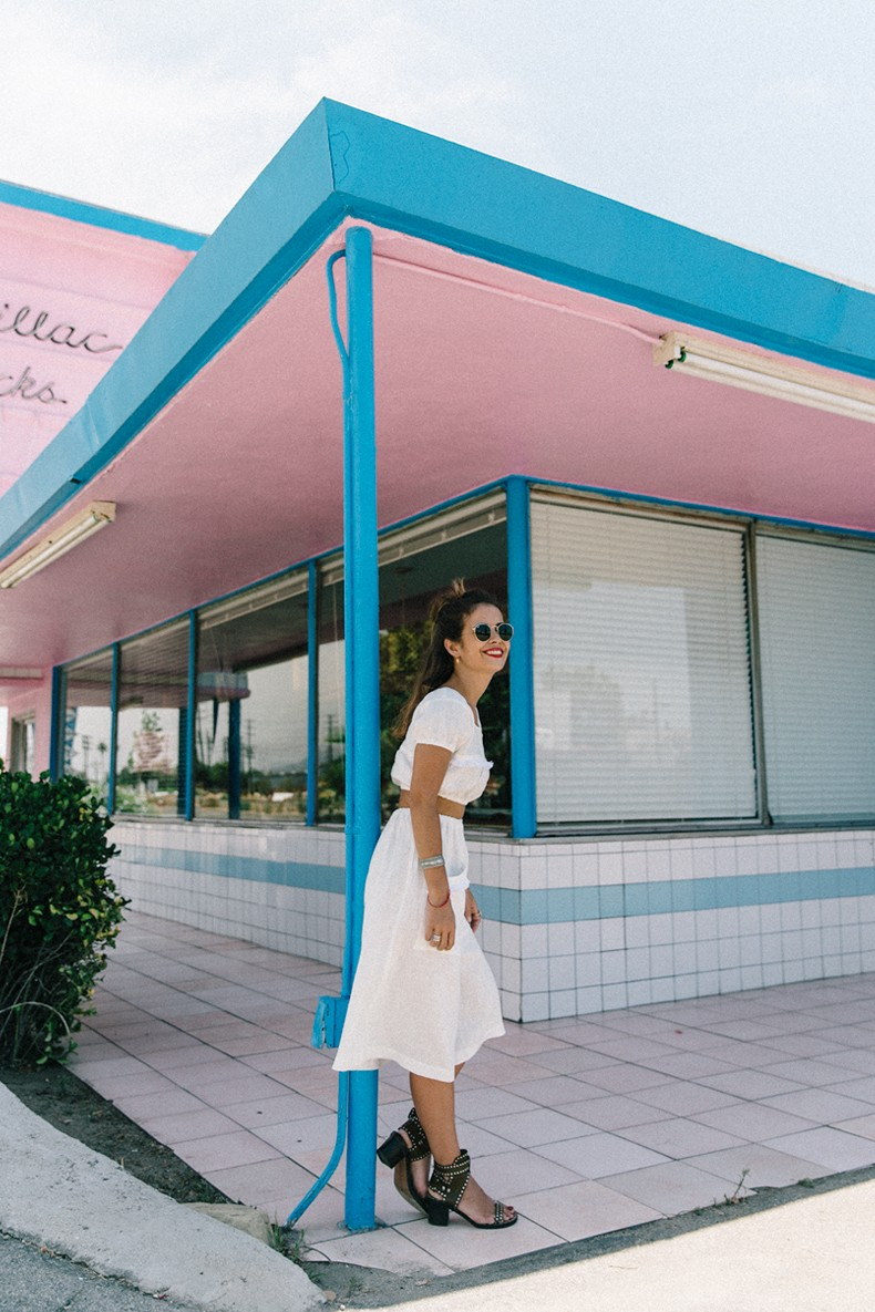 Cadilla_Jacks-Pink_Motel-Los_Angeles-Outfit-Reformation-White_Cropped_Top-Midi_Skirt-Isabel_Marant-Sandals-Collage_On_The_Road-Outfit-Street_Style-17