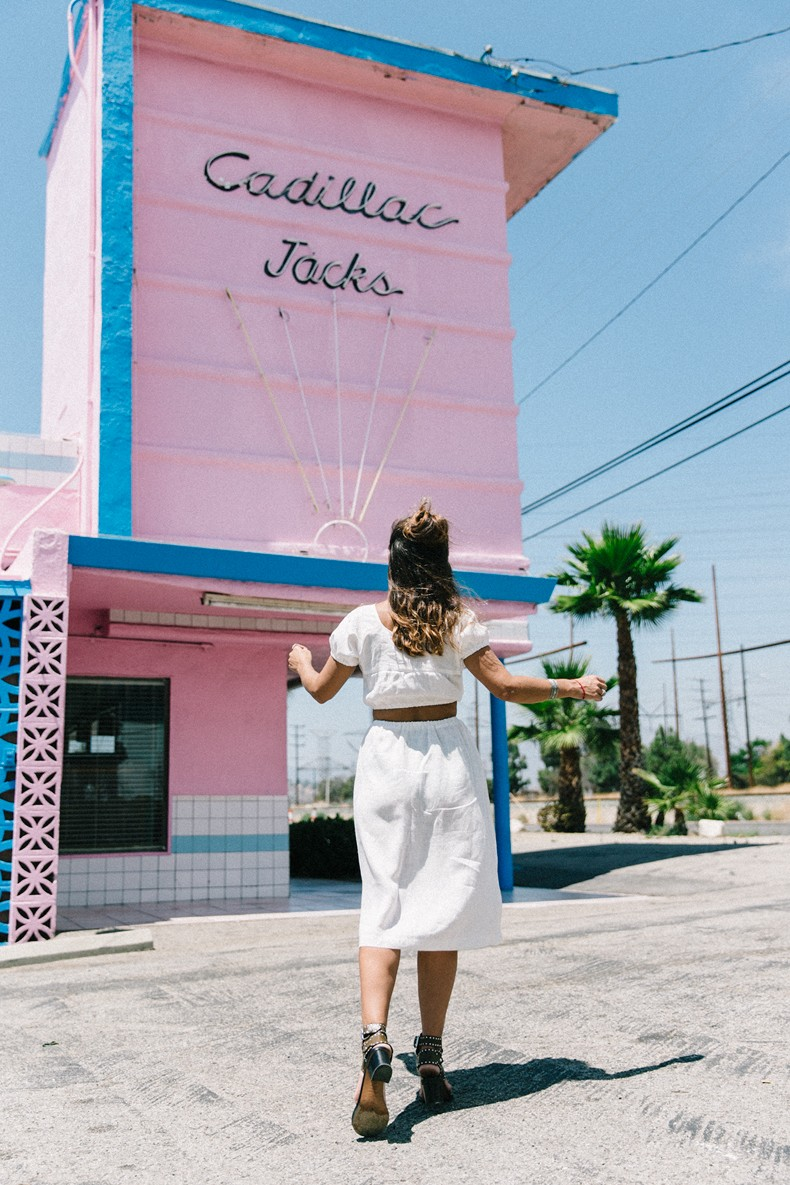 Cadilla_Jacks-Pink_Motel-Los_Angeles-Outfit-Reformation-White_Cropped_Top-Midi_Skirt-Isabel_Marant-Sandals-Collage_On_The_Road-Outfit-Street_Style-2