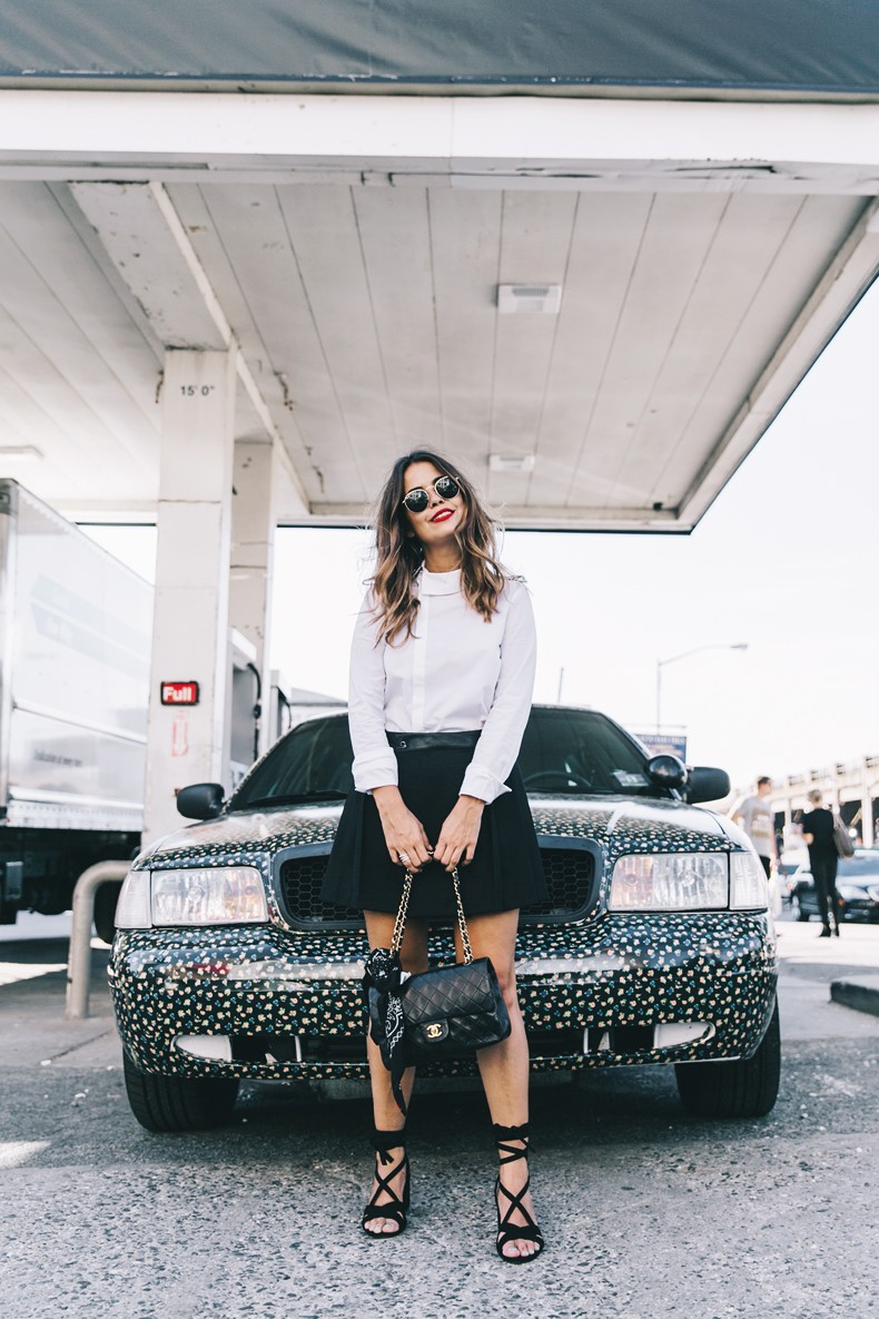 Diesel_Black_And_Gold-Chanel_Bag-Bandana-Lace_Up_Sandals-Outfit-NYFW-New_York_Fashion_Week-Street_Style-35