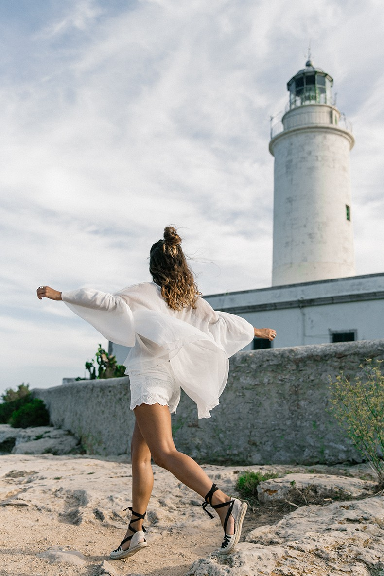 Faro_De_La_Mola-Formentera-Total_White_Outfit-Castaner_Espadrilles-Topknot-Outfit-Collage_On_THe_Road-Sumemr_LOOK-15