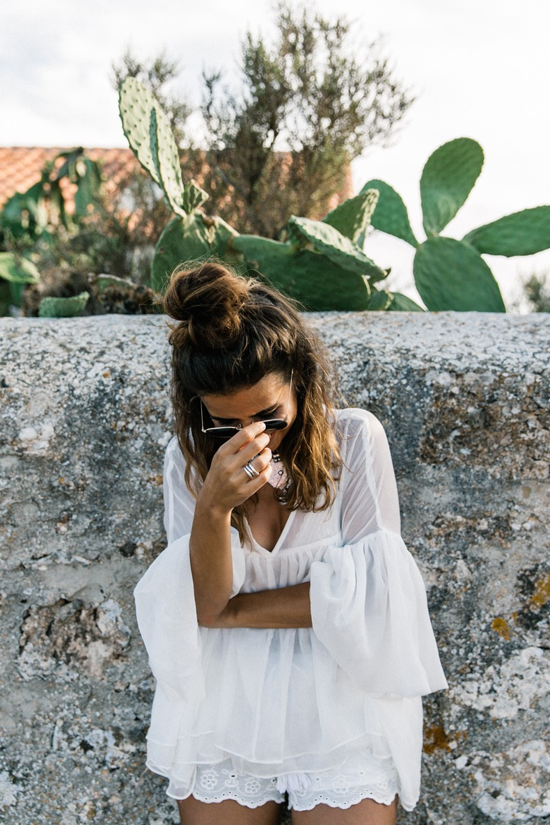 Faro_De_La_Mola-Formentera-Total_White_Outfit-Castaner_Espadrilles-Topknot-Outfit-Collage_On_THe_Road-Sumemr_LOOK-34