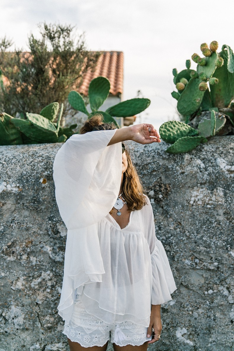 Faro_De_La_Mola-Formentera-Total_White_Outfit-Castaner_Espadrilles-Topknot-Outfit-Collage_On_THe_Road-Sumemr_LOOK-35