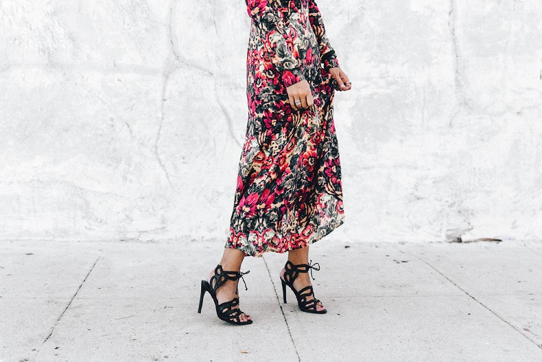 Los_Angeles-Sam_And_Lavi_Dress-Floral_Print-Lace_Up_Sandals-Chanel_Vintage_Bag-Outfit-Street_Style-Collage_Vintage-10