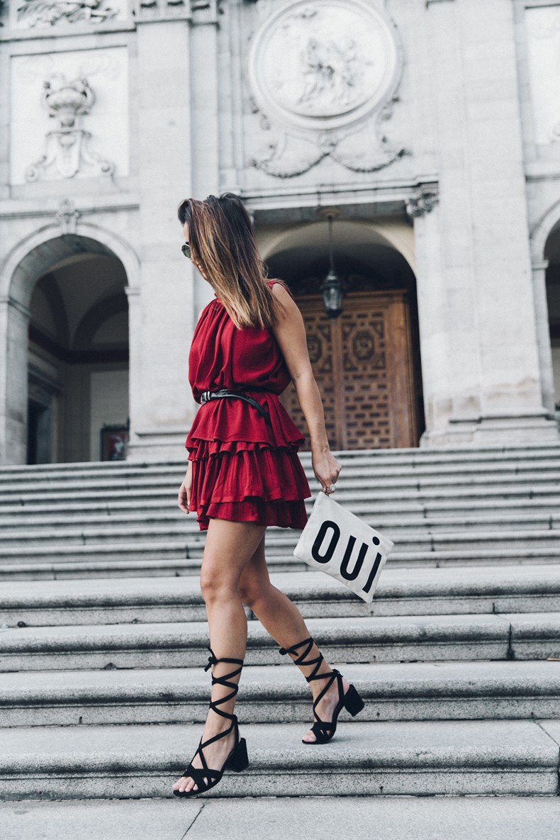 Red_outfit-Ruffle_Skirt-Chicwish-Lace_Up_Sandals-Etnia_Barcelona-Street_Style-Oui_Clare_Vivier-10