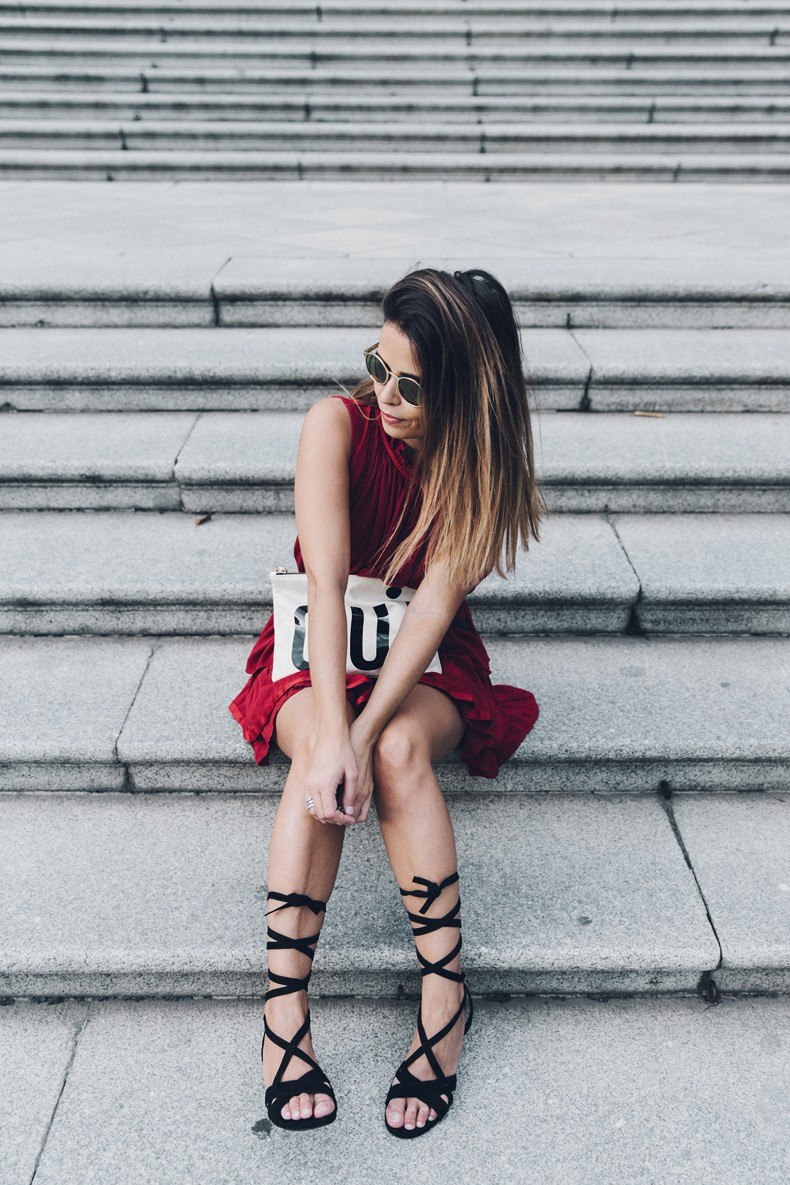 Red_outfit-Ruffle_Skirt-Chicwish-Lace_Up_Sandals-Etnia_Barcelona-Street_Style-Oui_Clare_Vivier-17