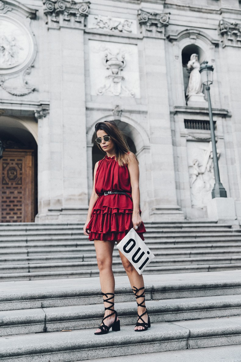 Red_outfit-Ruffle_Skirt-Chicwish-Lace_Up_Sandals-Etnia_Barcelona-Street_Style-Oui_Clare_Vivier-20