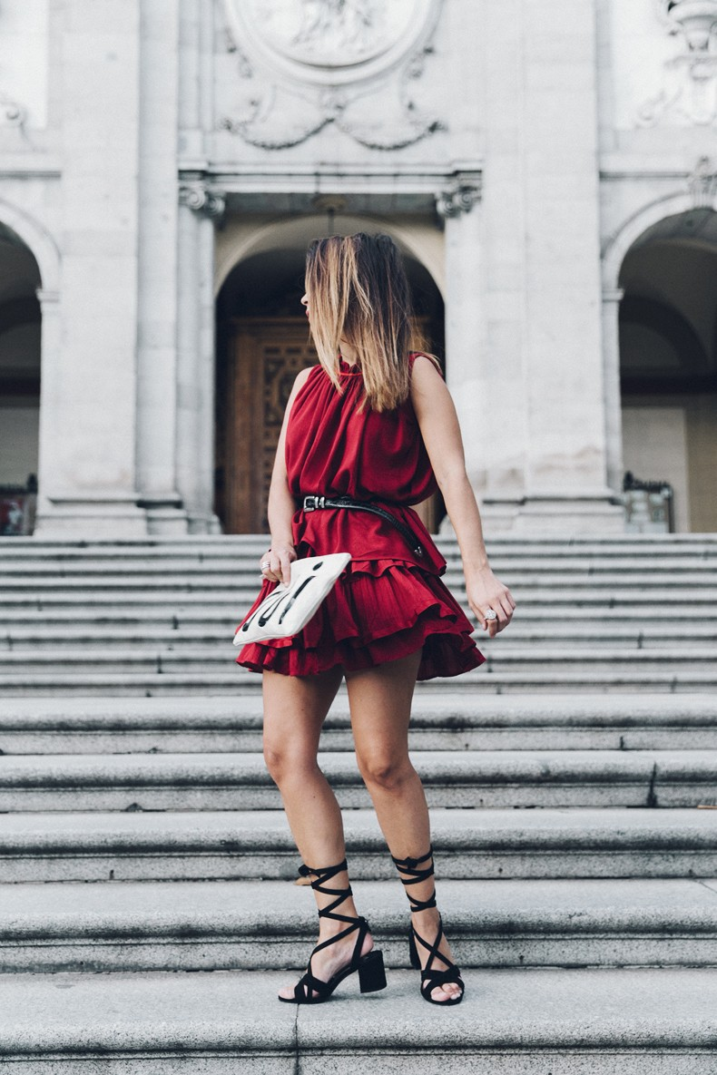 Red_outfit-Ruffle_Skirt-Chicwish-Lace_Up_Sandals-Etnia_Barcelona-Street_Style-Oui_Clare_Vivier-26