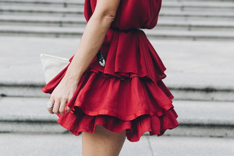 Red_outfit-Ruffle_Skirt-Chicwish-Lace_Up_Sandals-Etnia_Barcelona-Street_Style-Oui_Clare_Vivier-29