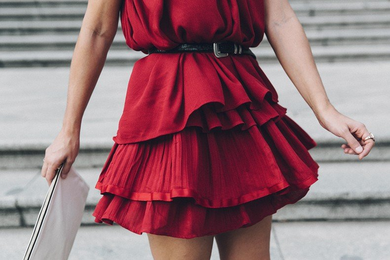 Red_outfit-Ruffle_Skirt-Chicwish-Lace_Up_Sandals-Etnia_Barcelona-Street_Style-Oui_Clare_Vivier-31