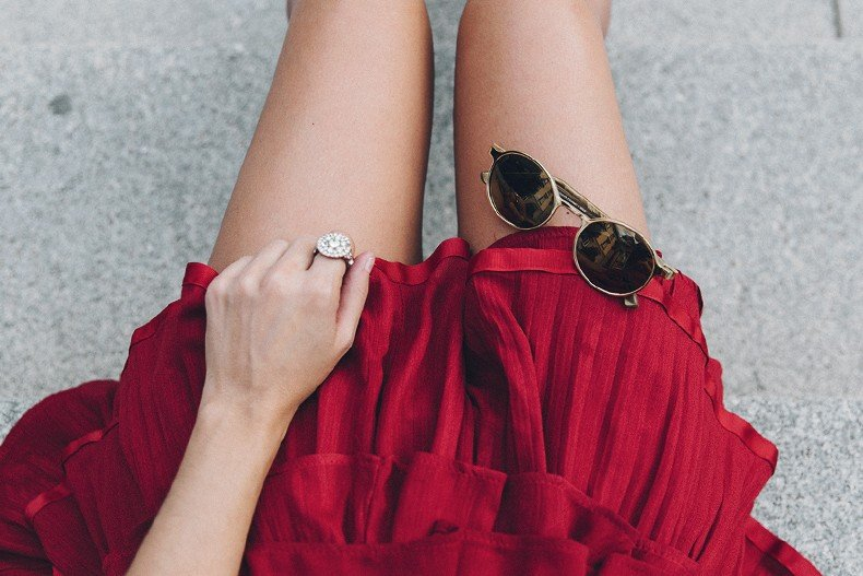 Red_outfit-Ruffle_Skirt-Chicwish-Lace_Up_Sandals-Etnia_Barcelona-Street_Style-Oui_Clare_Vivier-45