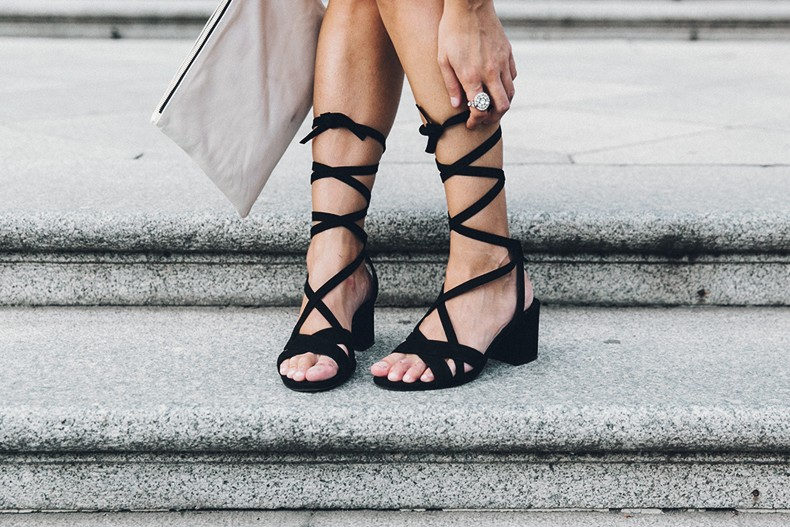 Red_outfit-Ruffle_Skirt-Chicwish-Lace_Up_Sandals-Etnia_Barcelona-Street_Style-Oui_Clare_Vivier-49