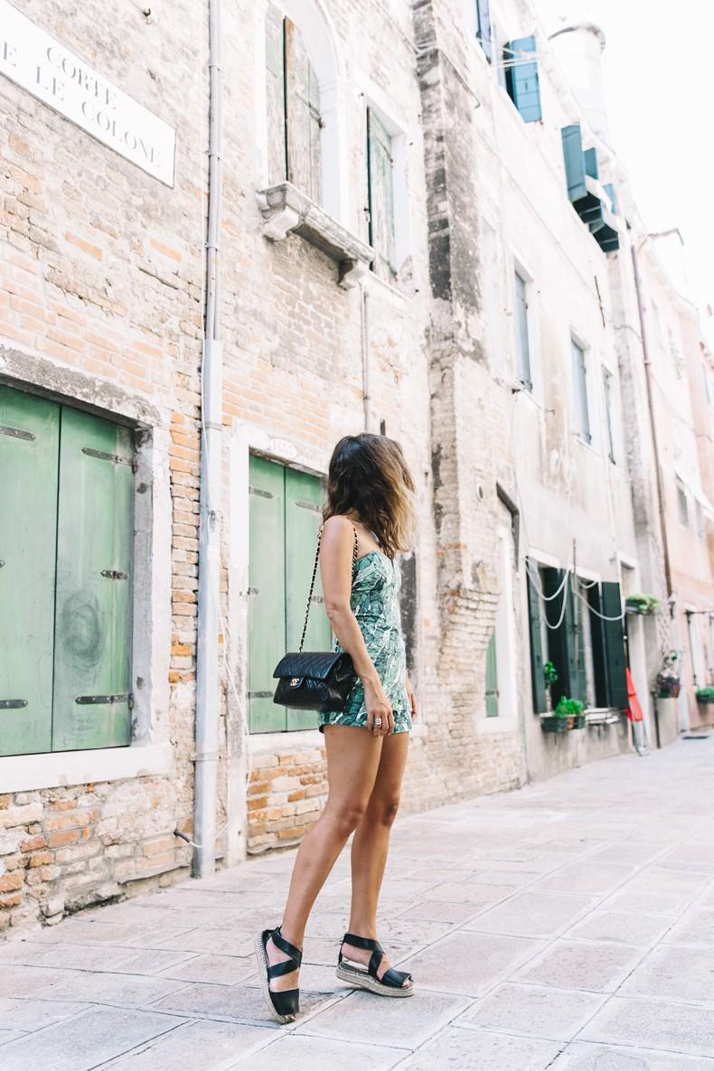 Tropical_Jumpsuit-Espadrilles-Chanel_Vintage_Bag-Outfit-Venezia-Summer-Collage_On_The_Road-11