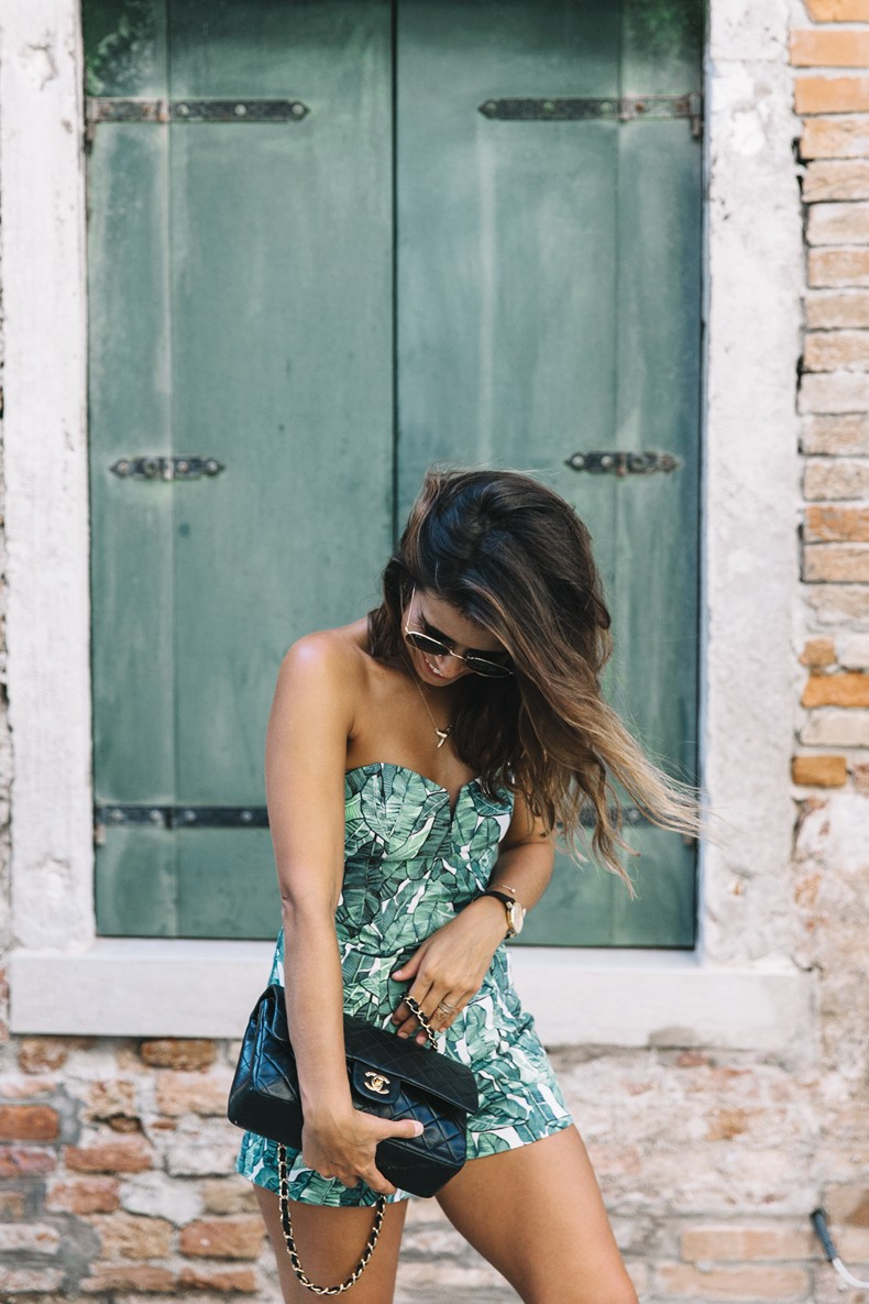 Tropical_Jumpsuit-Espadrilles-Chanel_Vintage_Bag-Outfit-Venezia-Summer-Collage_On_The_Road-24