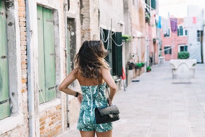 Tropical_Jumpsuit-Espadrilles-Chanel_Vintage_Bag-Outfit-Venezia-Summer-Collage_On_The_Road-7