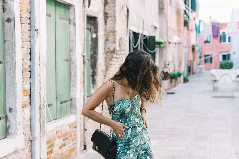 Tropical_Jumpsuit-Espadrilles-Chanel_Vintage_Bag-Outfit-Venezia-Summer-Collage_On_The_Road-9