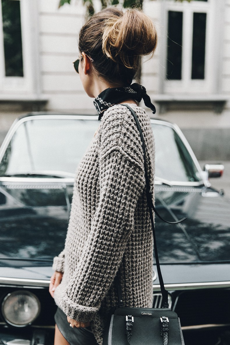 Calvin_Klein_Platinum_Sofie_Bag-Grey_Knit-Sneakers-Outfit-CK-Look_of_The_Day-Street_Style-Outfit-Bandana_Scarf-Apodemia_Necklace-4