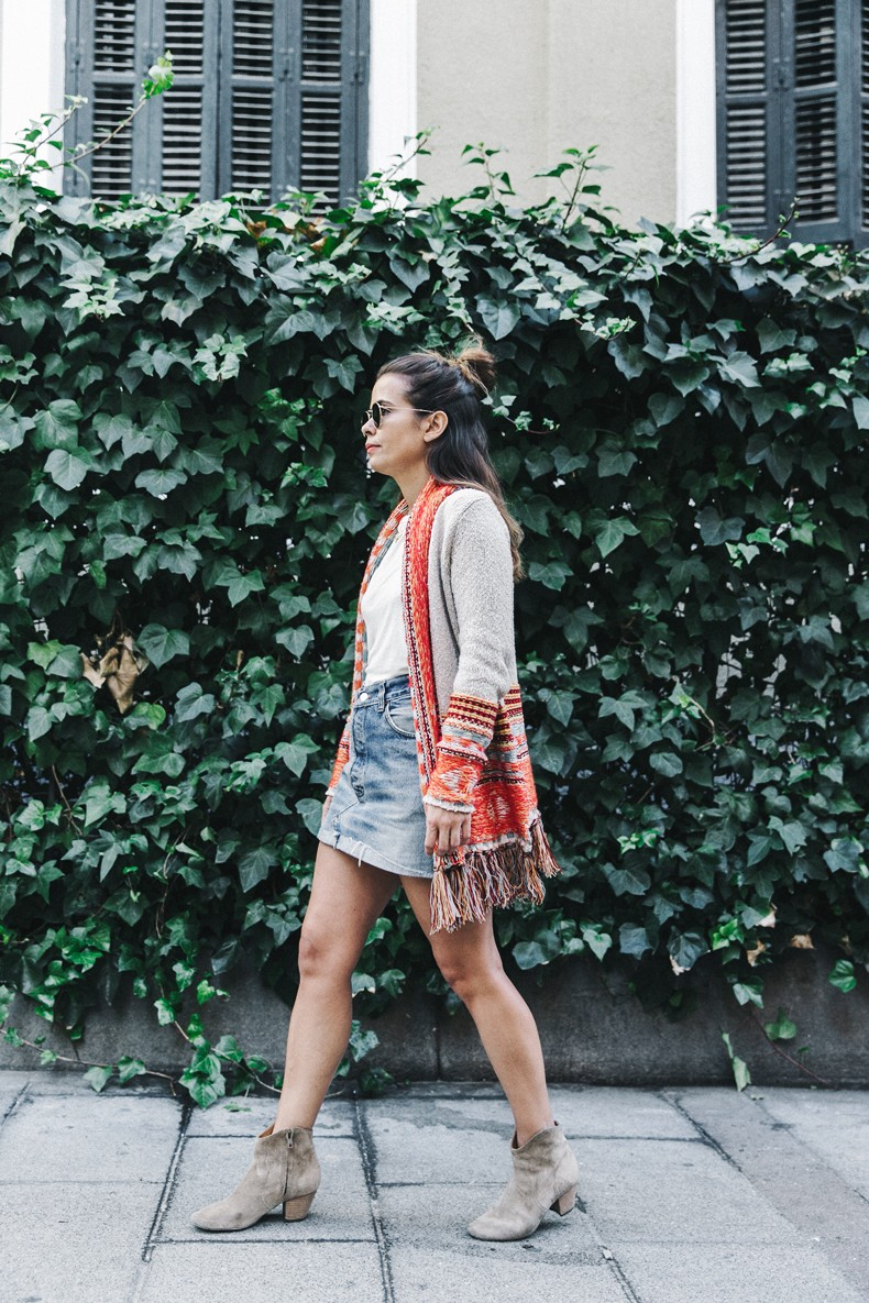 Desigual-Vintage_Denim_Skirt-Isabel_Marant_Boots-Outfit-Mid_Season-Outfit-Street_Style-1