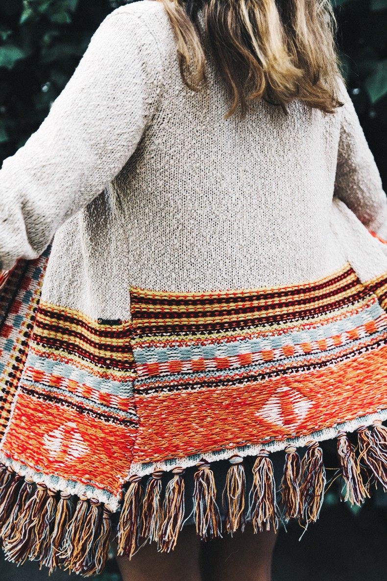 Desigual-Vintage_Denim_Skirt-Isabel_Marant_Boots-Outfit-Mid_Season-Outfit-Street_Style-4