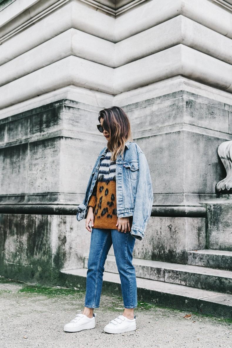 Double_Denim-Sandro_Paris-Leopard_Jumper-Sneakers-Vintage_Levis-Cropped_Trousers-Outfit-Street_Style-