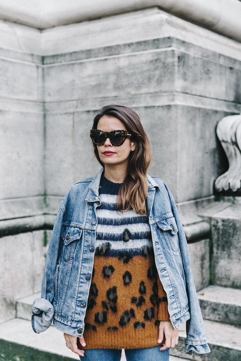 Double_Denim-Sandro_Paris-Leopard_Jumper-Sneakers-Vintage_Levis-Cropped_Trousers-Outfit-Street_Style-19