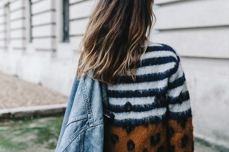 Double_Denim-Sandro_Paris-Leopard_Jumper-Sneakers-Vintage_Levis-Cropped_Trousers-Outfit-Street_Style-25