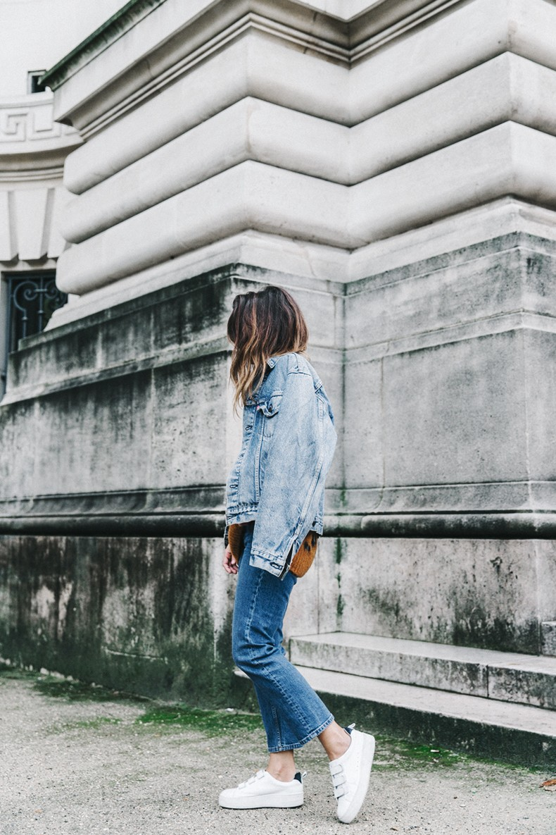 Double_Denim-Sandro_Paris-Leopard_Jumper-Sneakers-Vintage_Levis-Cropped_Trousers-Outfit-Street_Style-3