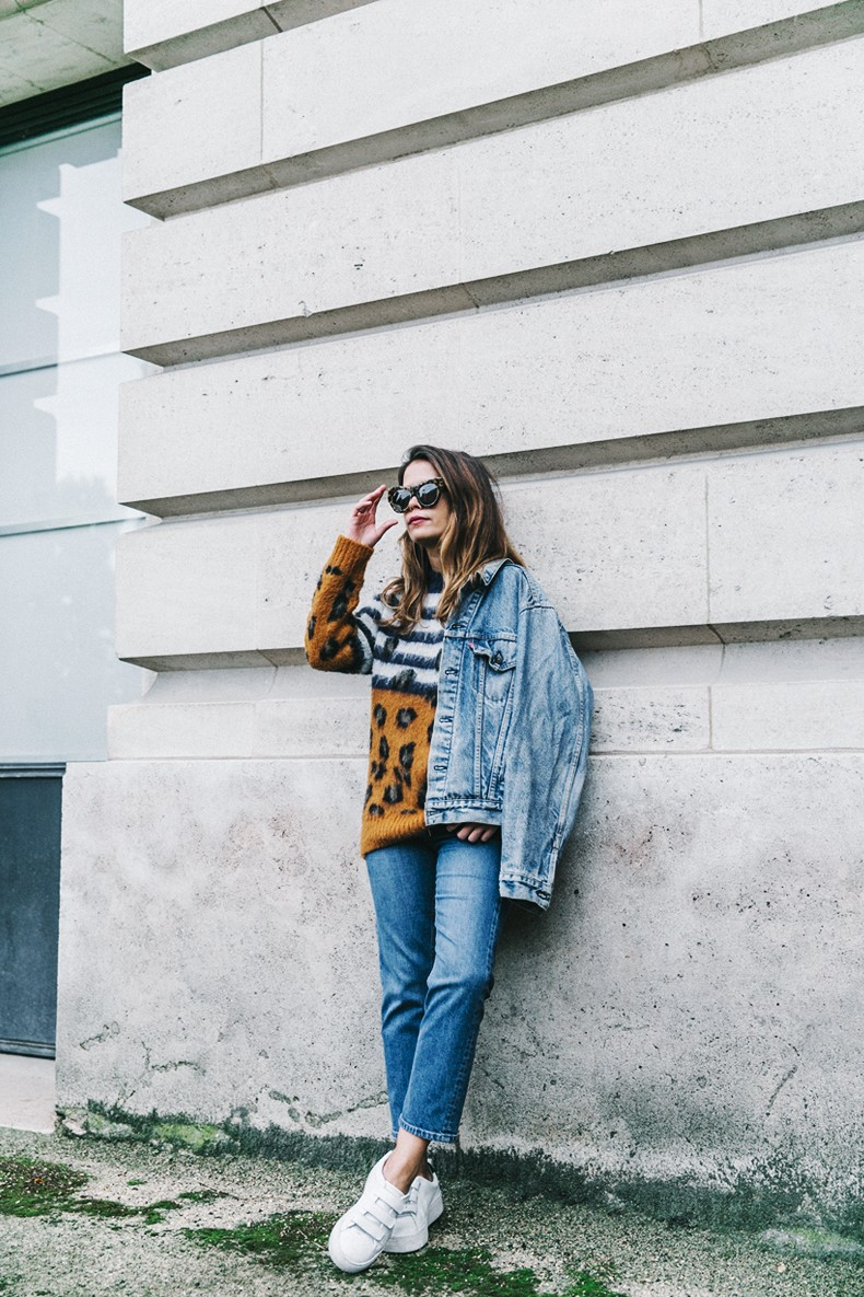 Double_Denim-Sandro_Paris-Leopard_Jumper-Sneakers-Vintage_Levis-Cropped_Trousers-Outfit-Street_Style-4
