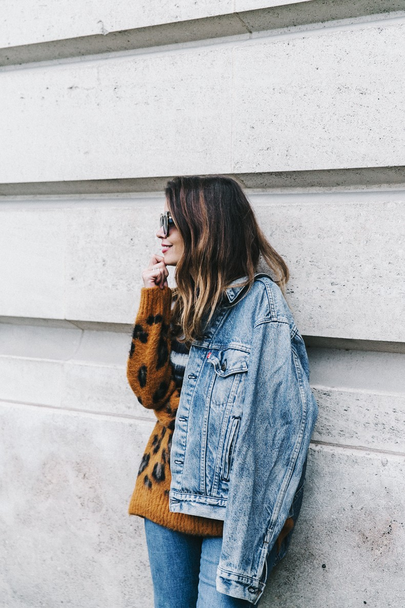 Double_Denim-Sandro_Paris-Leopard_Jumper-Sneakers-Vintage_Levis-Cropped_Trousers-Outfit-Street_Style-6