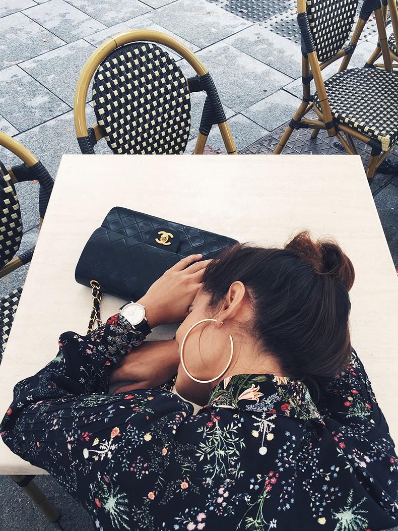 Ladies_in_Levis-Serie_711-Grey_Jacket-Floral_Blouse-Big_Loop_Earrings-Black_Boots-Outfit-203