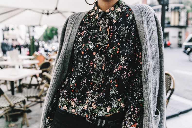 Ladies_in_Levis-Serie_711-Grey_Jacket-Floral_Blouse-Big_Loop_Earrings-Black_Boots-Outfit-61