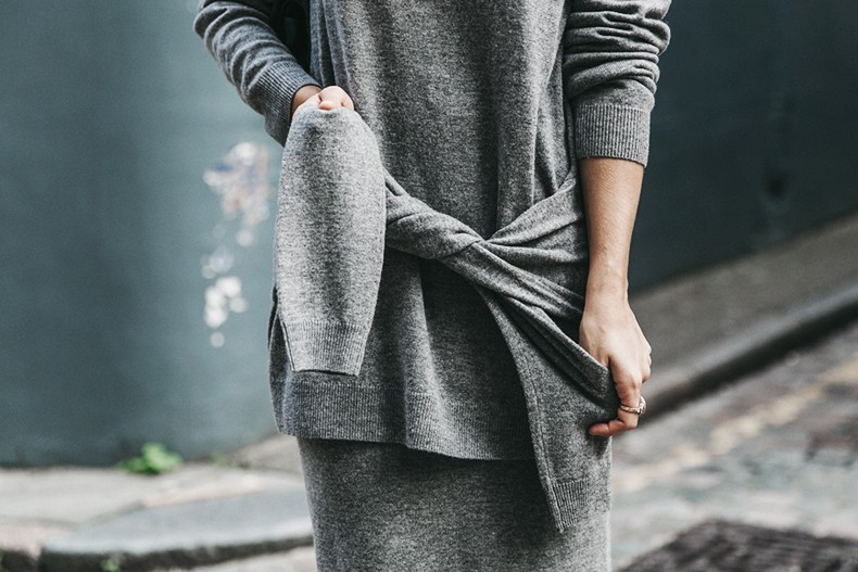 London_LFW-Sandro-White_Sneakers-Grey_Look-Midi_Skirt-Outfit-Street_Style-Chanel_Vintage_Bag-16