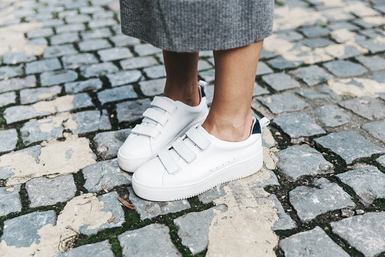London_LFW-Sandro-White_Sneakers-Grey_Look-Midi_Skirt-Outfit-Street_Style-Chanel_Vintage_Bag-21