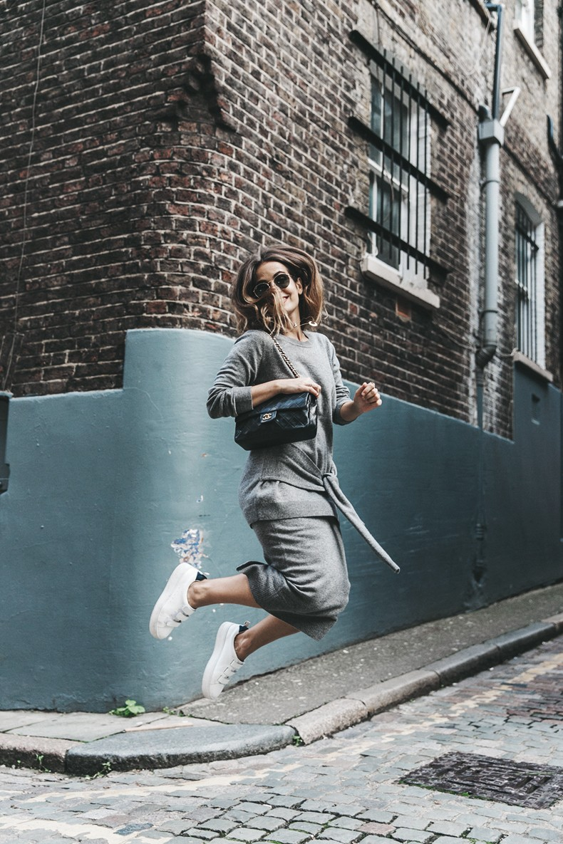 London_LFW-Sandro-White_Sneakers-Grey_Look-Midi_Skirt-Outfit-Street_Style-Chanel_Vintage_Bag-5