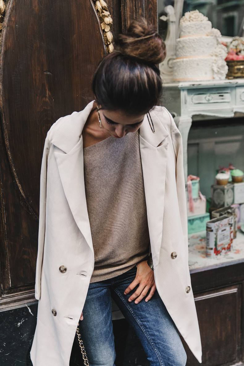 Long_Blazer-Off_The_Shoulders_Knit-Jeans-Chanel_Escarpins_Shoes-Chanel_Bag-Hoop_Earring-Outfit-Street_Style-Topknot-49